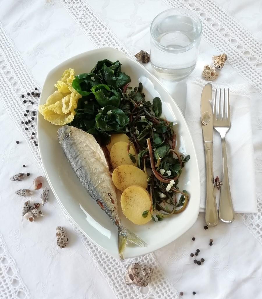 Ručak ili večera; pečena riba, kuhana blitva, tušt i krumpir.